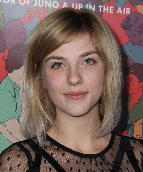 Olivia Crocicchia Medium Straight Casual Bob Hairstyle with Side Swept Bangs - Medium Blonde Hair Color