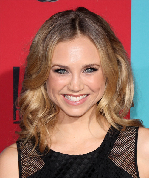 Fiona Gubelmann Medium Wavy Casual Hairstyle - Dark Blonde Hair Color