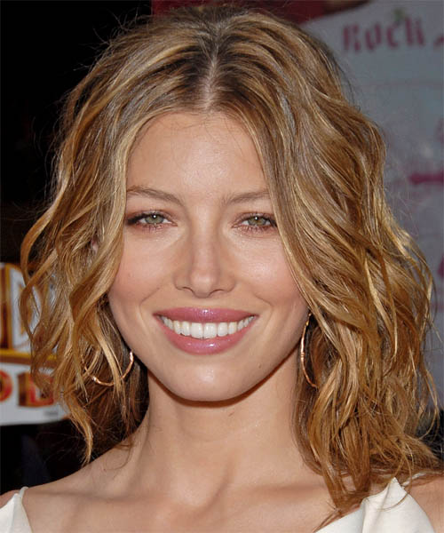Jessica Biel - Casual Medium Wavy Hairstyle