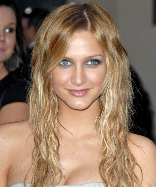 Ashlee Simpson Long Wavy Hairstyle