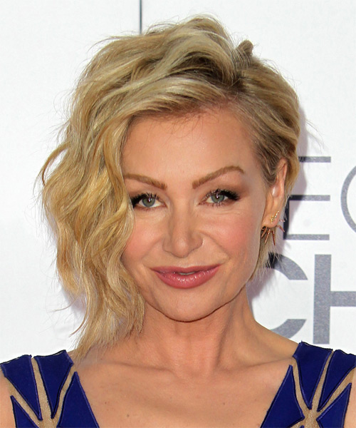 Portia De Rossi Short Wavy Casual  - Medium Blonde (Golden)