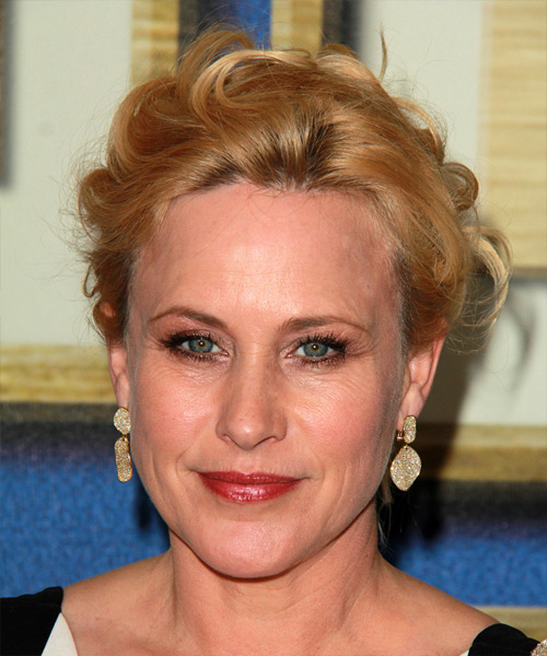 Patricia Arquette Medium Wavy Formal Wedding - Dark Blonde (Copper)