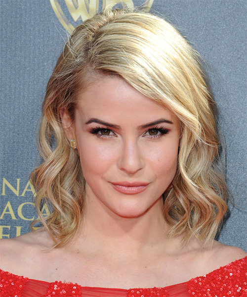 Linsey Godfrey Medium Wavy Casual Bob Hairstyle - Light Blonde Hair Color