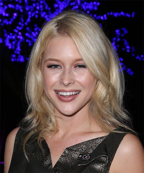 Renee Olstead Medium Wavy Casual Hairstyle