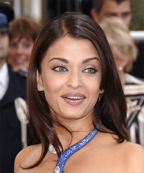 Slick and smooth were the main aims of Aishwarya's hairstyle.