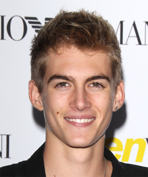 Presley Gerber Short Straight Casual Hairstyle Dark Blonde