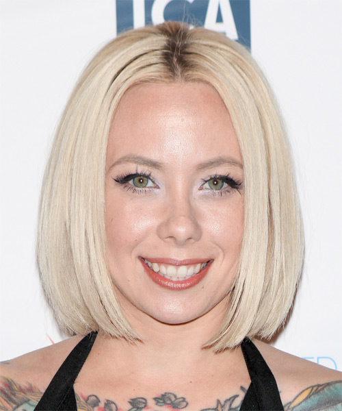 Megan Massacre Medium Straight Bob Hairstyle - Light Blonde