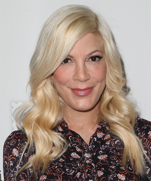 Tori Spelling Long Wavy Hairstyle - Light Blonde (Golden)