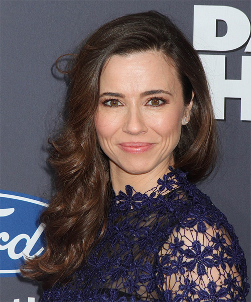 Linda Cardellini Long Wavy Formal Hairstyle