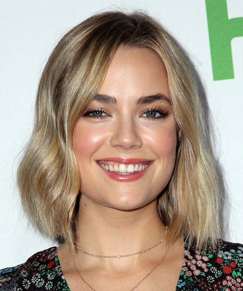 Rebecca Rittenhouse Medium Straight Casual Bob Hairstyle - Light Blonde Hair Color