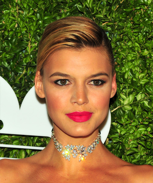 Kelly Rohrbach Short Straight Bob Hairstyle - Medium Blonde (Golden)