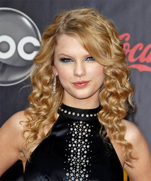 Taylor Swift Long Curly Hairstyle