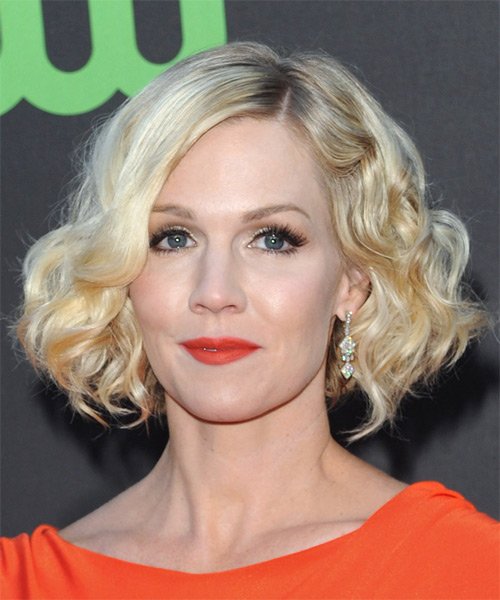 Jennie Garth - Casual Medium Curly Hairstyle