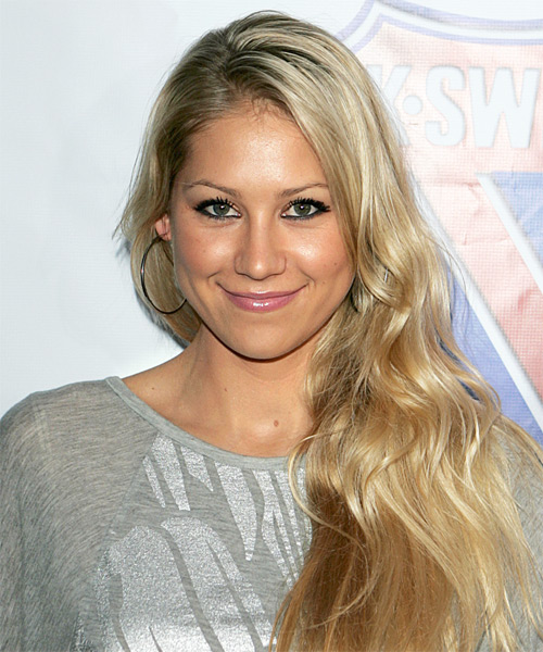 Anna Kournikova - Casual Long Wavy Hairstyle