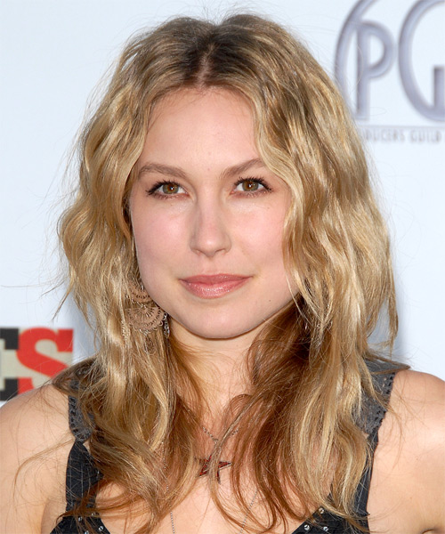 Sarah Carter Long Wavy Casual Hairstyle