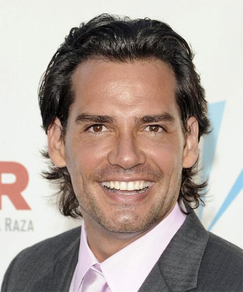 Cristian De La Fuente Medium Wavy Hairstyle