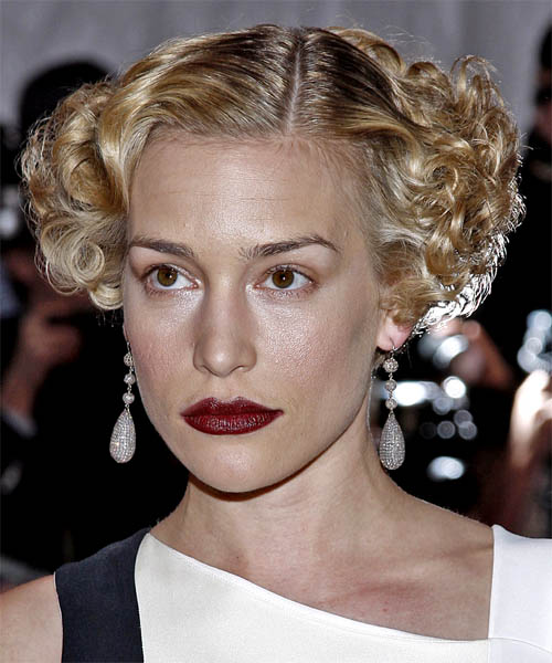 Piper Perabo Short Curly Formal Hairstyle