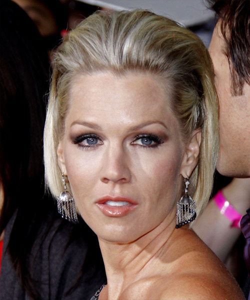 Jennie Garth Half Up Medium Straight Bob Hairstyle
