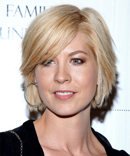 Jenna Elfman graduated layered hairstyle