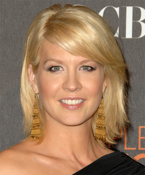 Jenna Elfman Medium Straight Casual Hairstyle with Side Swept Bangs