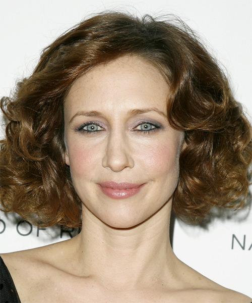 Vera Farmiga - Casual Medium Wavy Hairstyle
