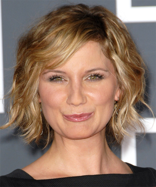 Jennifer Nettles - Casual Medium Wavy Hairstyle