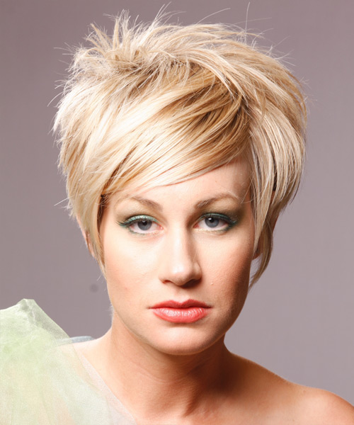 Short straight hairstyle with uniform layer