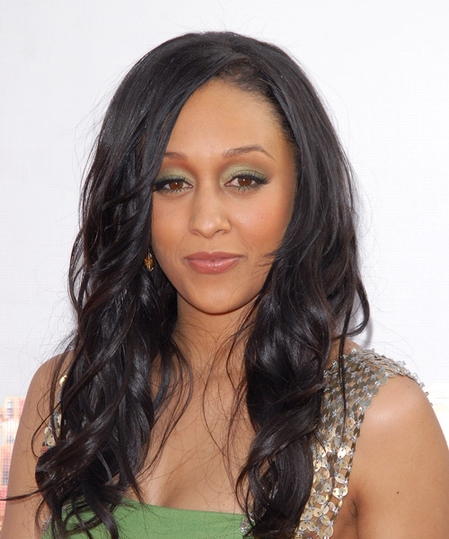 Tia Mowry Long Wavy Hairstyle