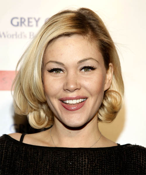 Shanna Moakler - Casual Medium Wavy Hairstyle