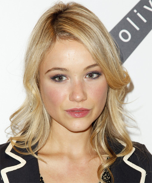 Katrina Bowden Short Straight Hairstyle