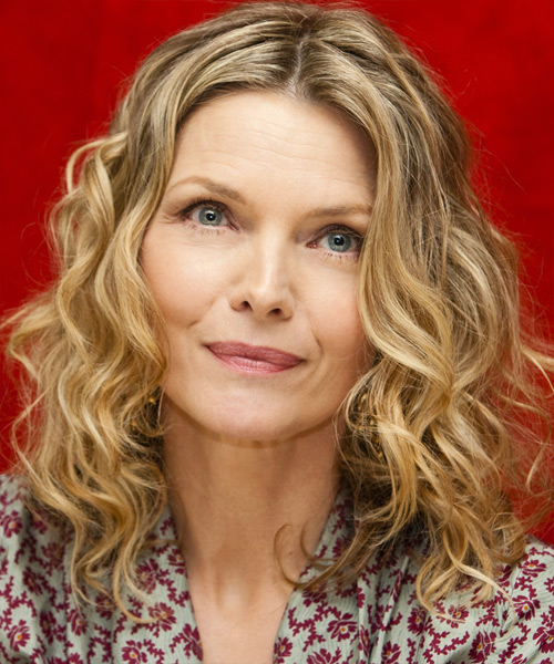 Michelle Pfeiffer Medium Wavy Casual Hairstyle