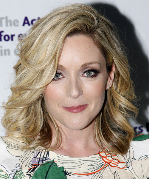 Jane Krakowski Medium Wavy Hairstyle