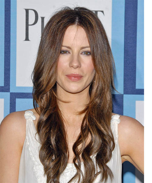 Kate Beckinsale Long Wavy Hairstyle