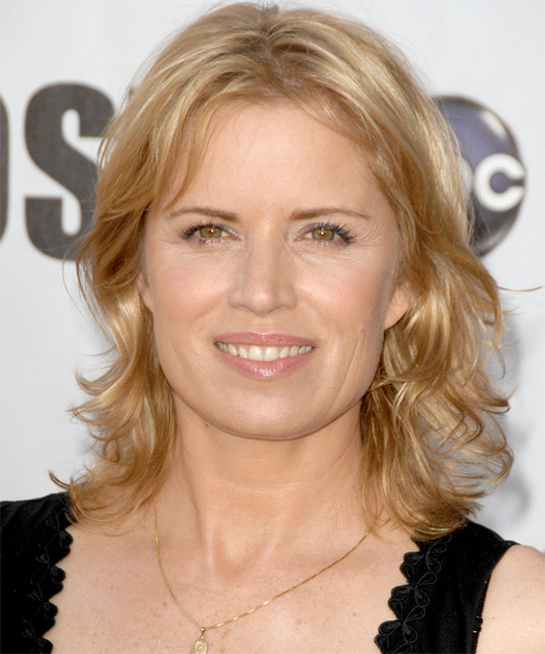 Kim Dickens Long Wavy Hairstyle