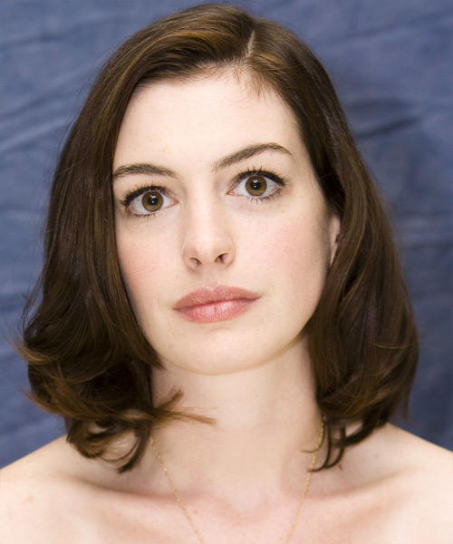 Anne Hathaway Medium Straight Bob Hairstyle