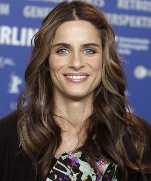 Amanda Peet Long Wavy Casual Hairstyle
