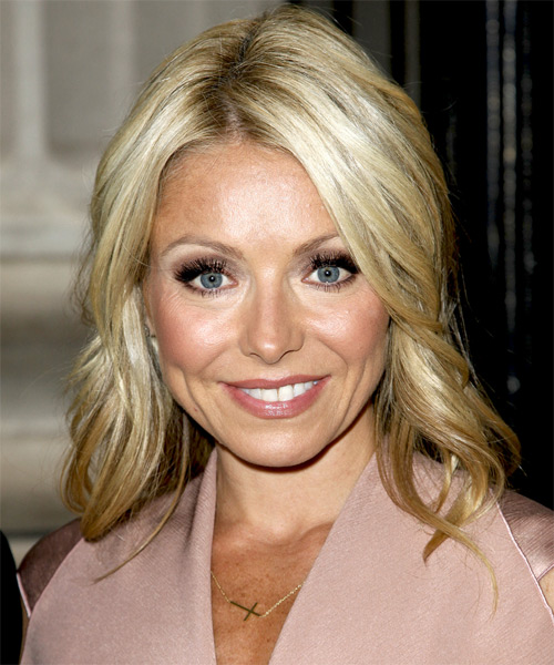 Kelly Ripa Medium Wavy Hairstyle