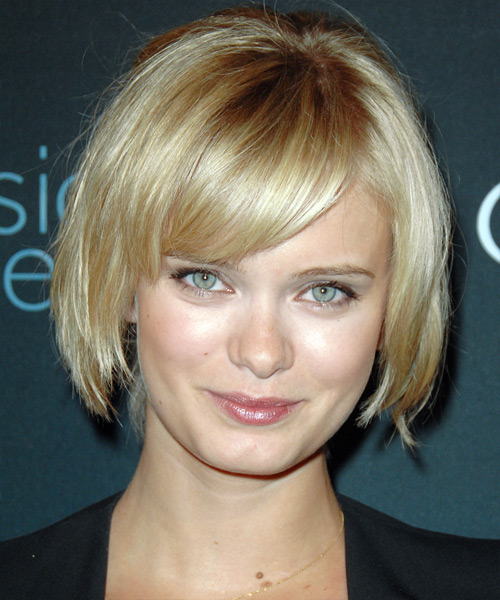 Sara Paxton - Casual Medium Straight Hairstyle