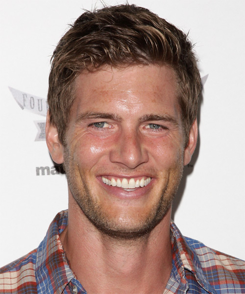 Ryan McPartlin Short Straight Hairstyle