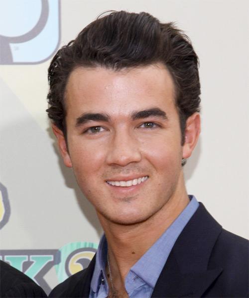 Kevin Jonas Short Wavy Hairstyle
