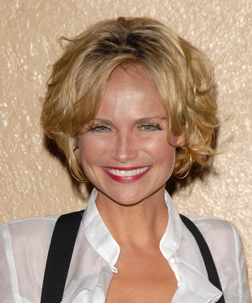 Kristin Chenoweth - Casual Short Wavy Hairstyle