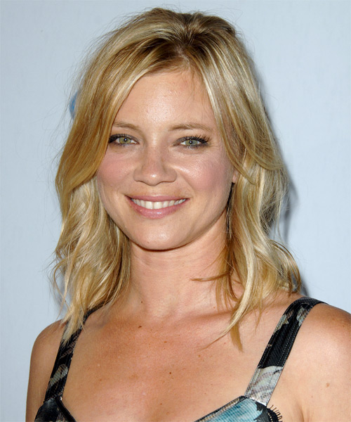 Amy Smart Medium Wavy Casual Hairstyle