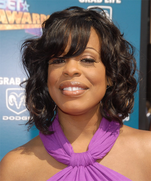 Niecy Nash Medium Wavy Hairstyle
