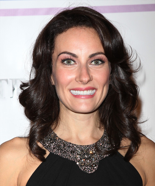 Laura Benanti - Casual Long Wavy Hairstyle