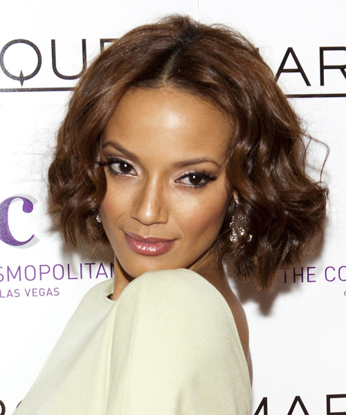 Selita Ebanks Medium Wavy Hairstyle