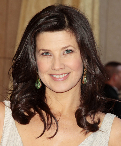 Daphne Zuniga Long Wavy Hairstyle