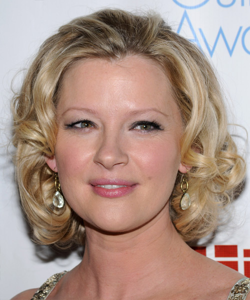 Gretchen Mol Medium Curly Hairstyle - Medium Blonde