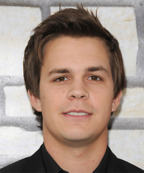 Johnny Simmons Short Straight Hairstyle - Medium Brunette