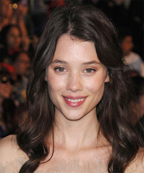 Astrid Berges-Frisbey - Casual Long Wavy Hairstyle