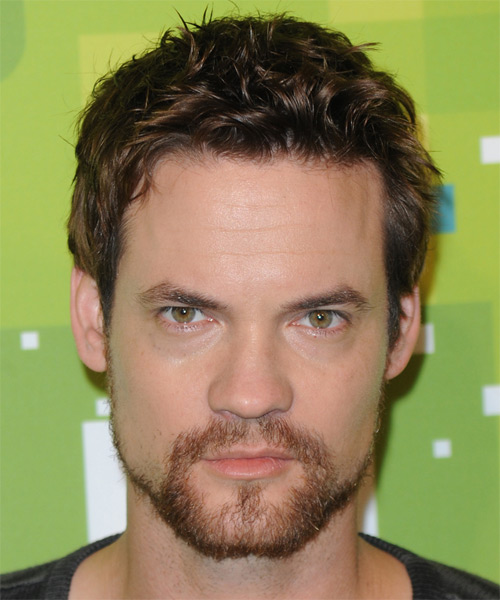 Shane West Short Wavy Casual Hairstyle - Medium Brunette Hair Color